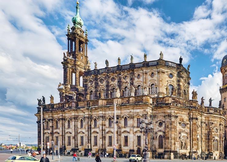 Blick auf die Katholische Hofkirche