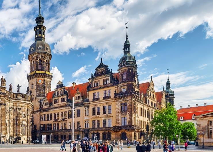Blick vom Zwinger auf das Dresdener Residenzschloss mit dem Zugang zur Türckischen Cammer