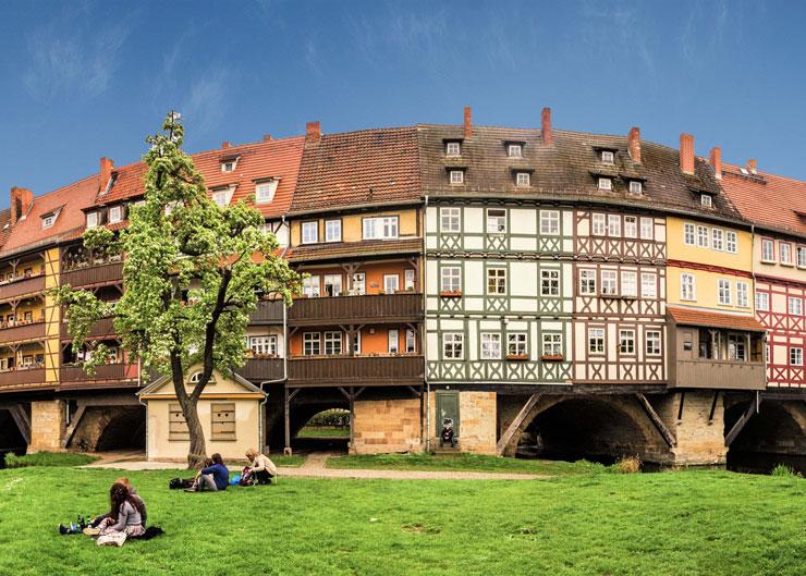 Krämerbrücke mit ihren schmalen Fachwerkhäusern