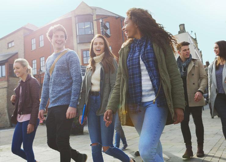 Schüler bei einem Stadtrundgang in Erfurt
