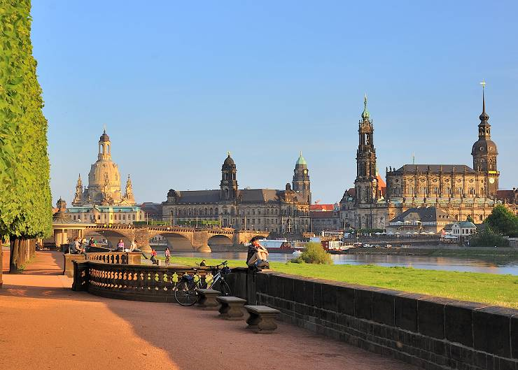 Blick auf die Stadtsilhouette bei der Stadtführung durch Dresden