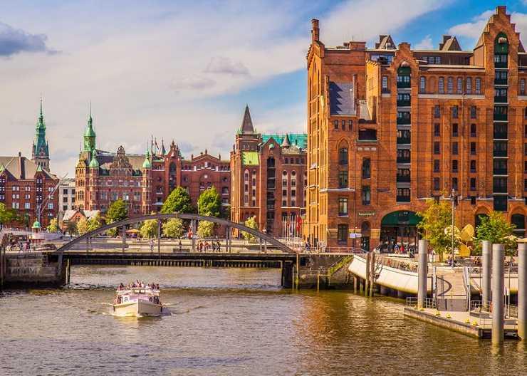 Barkassenrundfahrt durch die Hamburger HafenCity