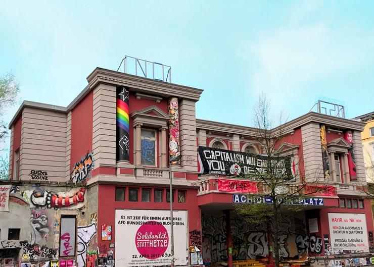 "Autonomes Kulturzentrum ""Rote Flora"" in Hamburg"