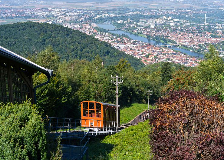 Heidelbergs Bergbahn zum Schloss auf dem Königstuhl