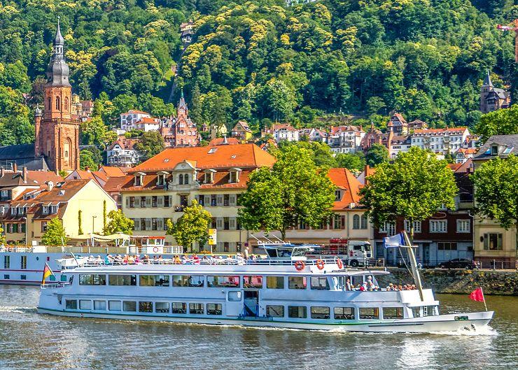Burgenfahrt auf dem Neckar bei Heidelberg