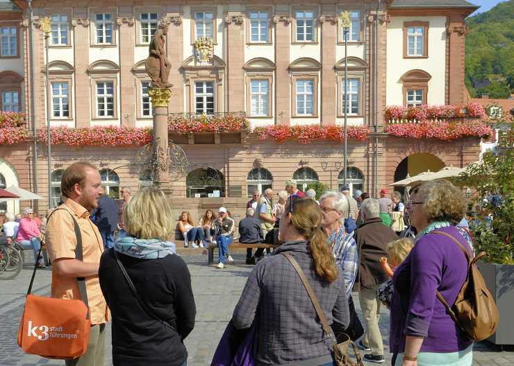 Stadtführung Heidelberg vor dem Rathaus