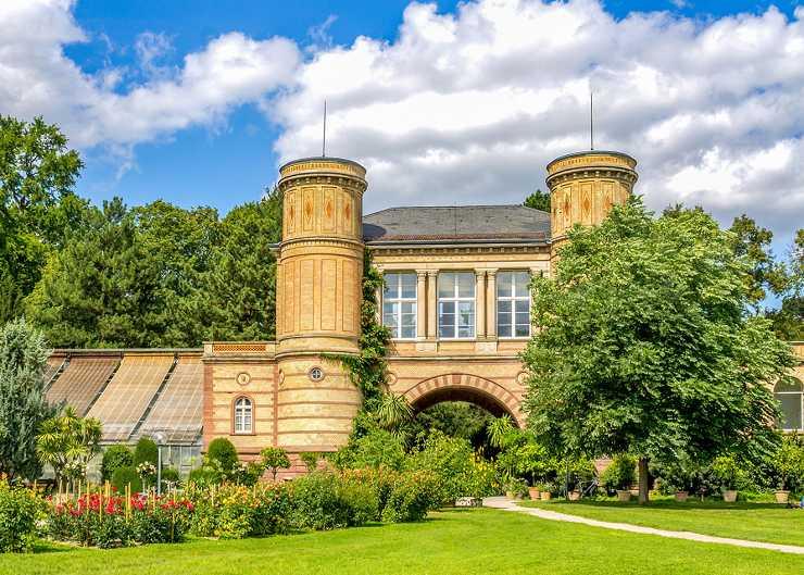 Torhaus im botanischen Garten Karlsruhe