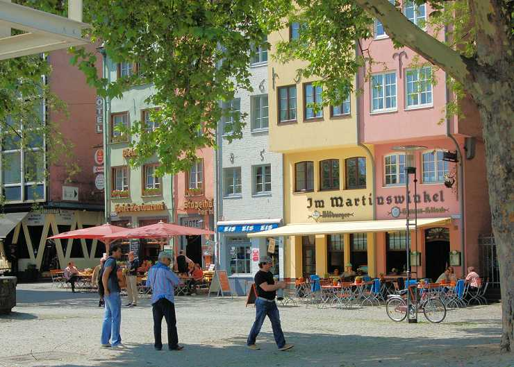 Kölner Fischmarkt mit Besuchern