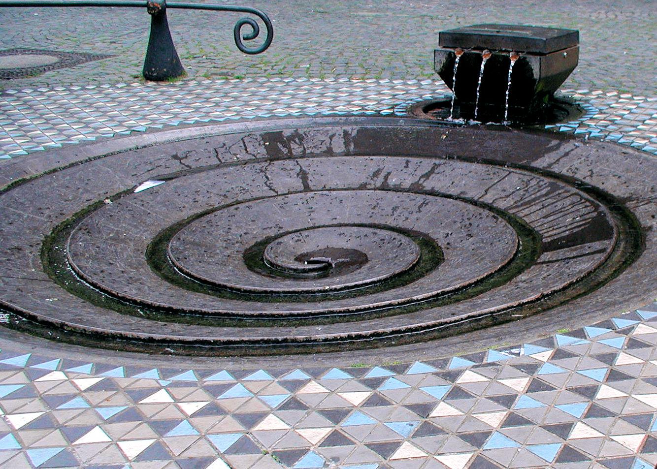 Station der Führung Kunst im Kontext: Taubenbrunnen am Domforum