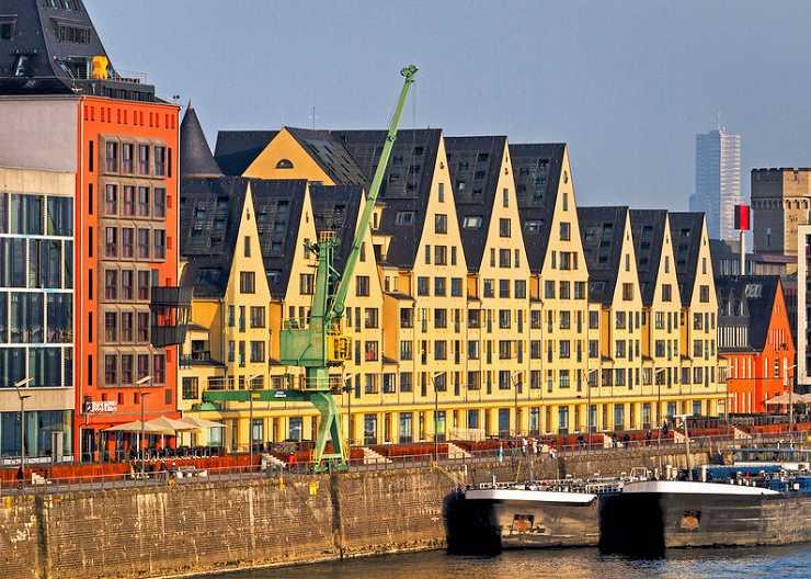 """Silo 23, """"Siebengebirge"""" und Rheinkontor am Rheinauhafen"""