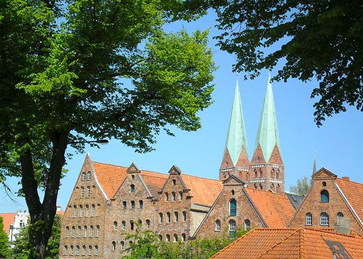 Blick auf die Marienkirche bei einer Führung durch Lübeck