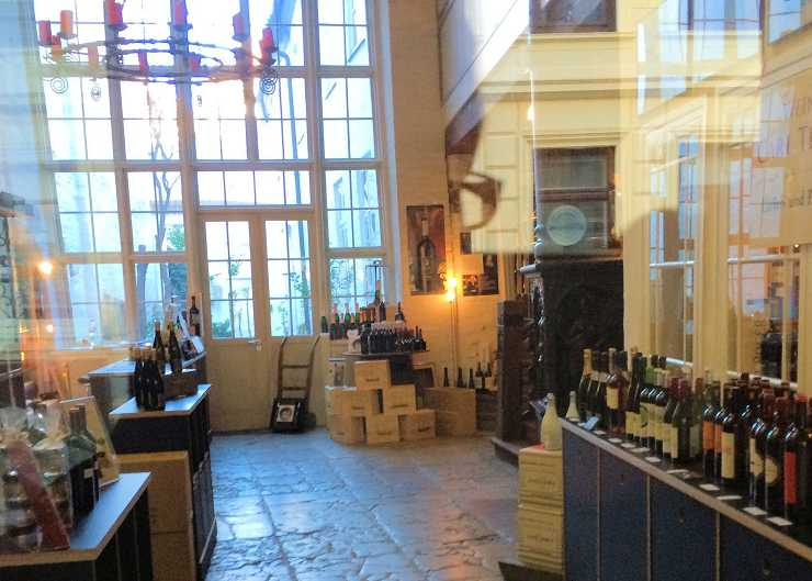 Lübecker Weinhandlung in einem historischen Kaufmannshaus