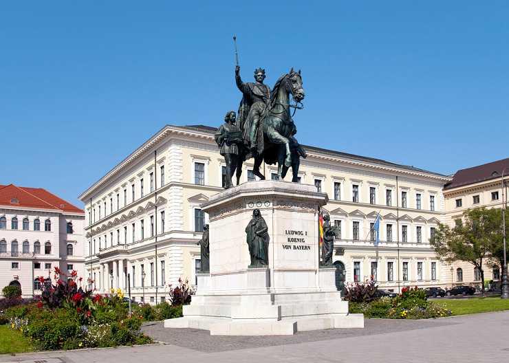 Denkmal von Kaiser Ludwig I. in Schwabing