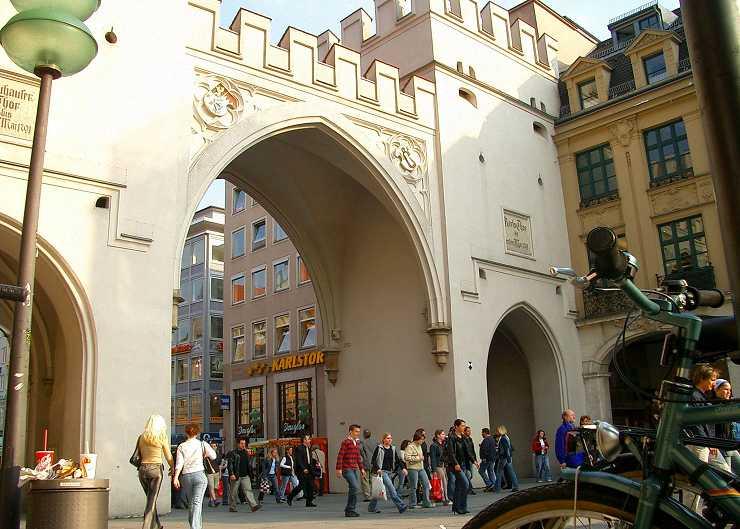 Krimiführung vor dem Karlstor in München