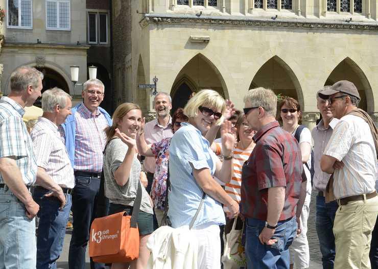 Stopp beim Stadtrundgang Münster vor dem Rathaus