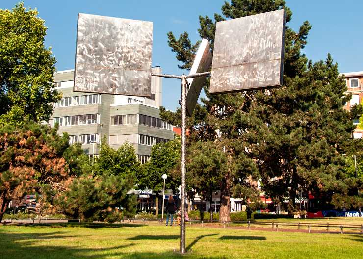 "Georg Rickeys Skulptur Projekt ""Drei Rotierende Quadrate Variation II"" in Münster"