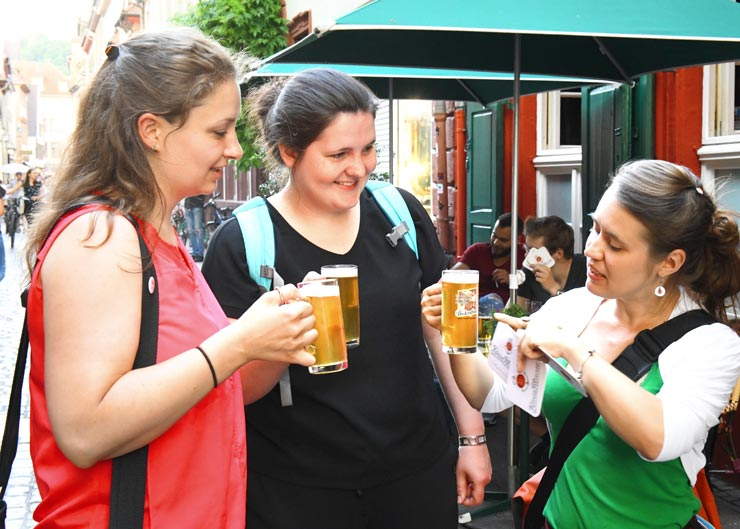 Gäste und Stadtführer bei der Bierführung in Nürnberg